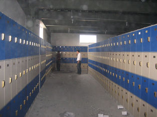 China Keyless Employee Storage Lockers 4 Tier Blue Door Color With On - Site Assembly supplier