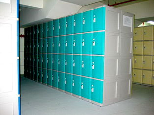 China 10 Tier Beige Keylesscoin Operated Lockers , Mobile Phone Lockers For Factory supplier