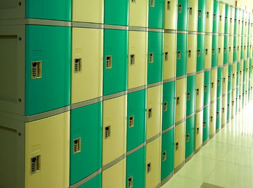 China Ventilation Plastic Gym Lockers Four Tier Anti UV Aging Waterproof Storage Locker supplier